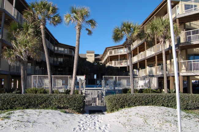 courtyard and swimming pool view of Sandpiper condos